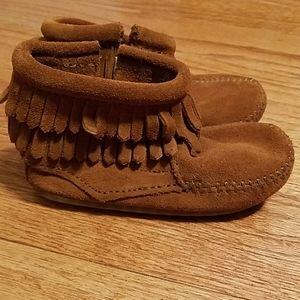 Minnetonka Kids Sz 6 Moccasins Boot Shoes w/Fringe
